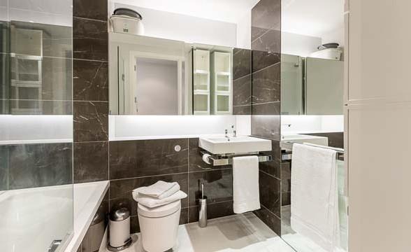 Baltimore Tower, E14 - Bathroom
