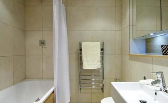 Caxton Apartments and Garamond Building, E1 - Bathroom