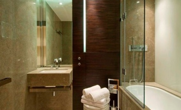 Chrisp Street, E14 - Bathroom