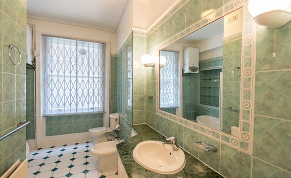 Nevern Mansions, SW5 - Bathroom
