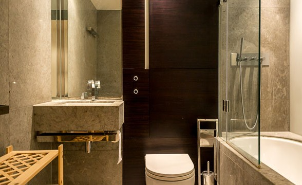 Pan Peninsula, E14 - Bathroom