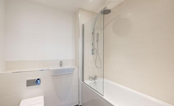 Platinum Riverside, SE10 - Bathroom