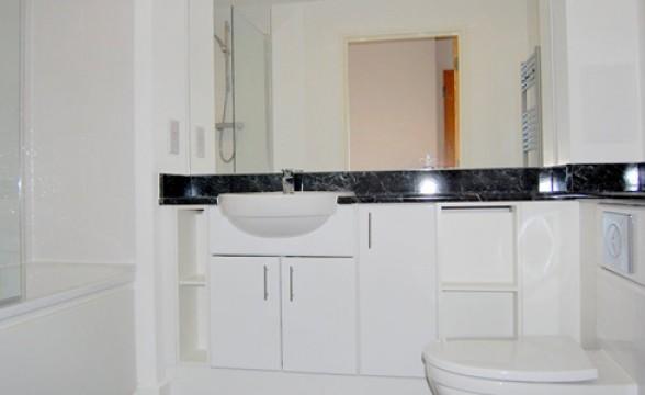 Renaissance Lewisham, SE13 - Bathroom