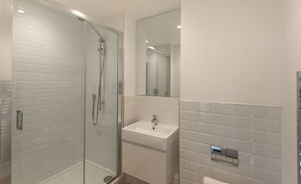 The Broadway, SW17 - Bathroom