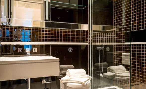 The Heron, EC2 - Bathroom