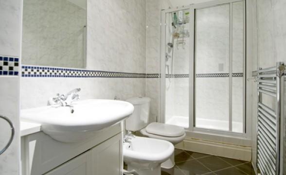 Warren House (Kensington Westside), W14 - Bathroom