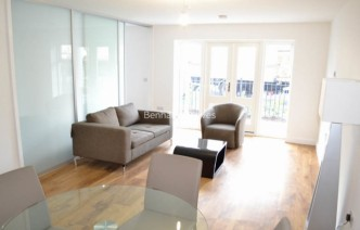 picture of Studio flat in  Park Lodge Avenue, West Drayton, UB7