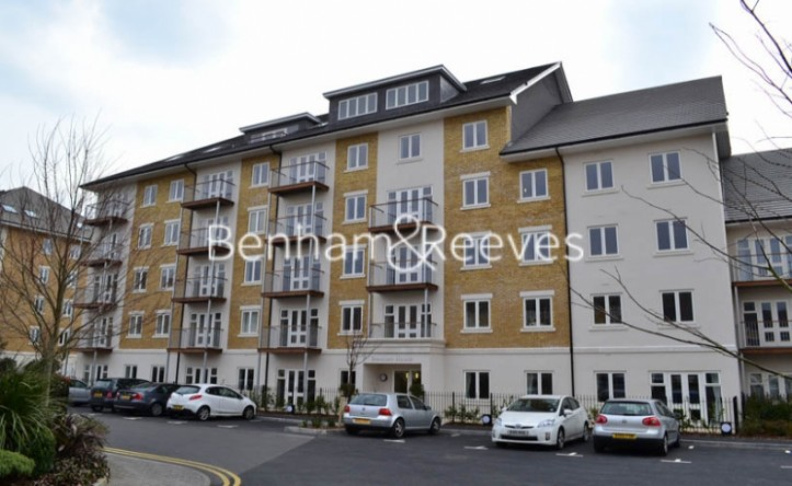 1 Bedroom flat to rent in Park Lodge Avenue, West Drayton, UB7