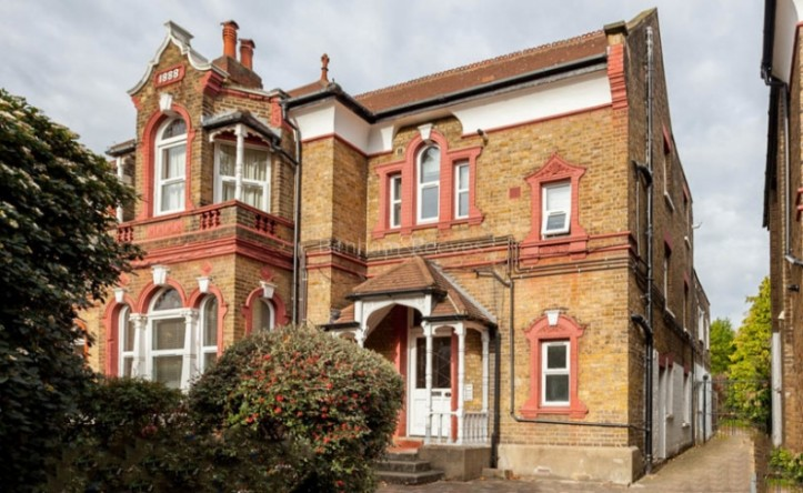 Studio flat to rent in Madeley Road, Ealling, W5