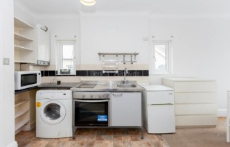 picture of Studio flat in  Pitshanger Lane, Ealing, W5