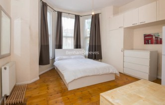 picture of Studio flat in  Madeley Road, Ealing, W5