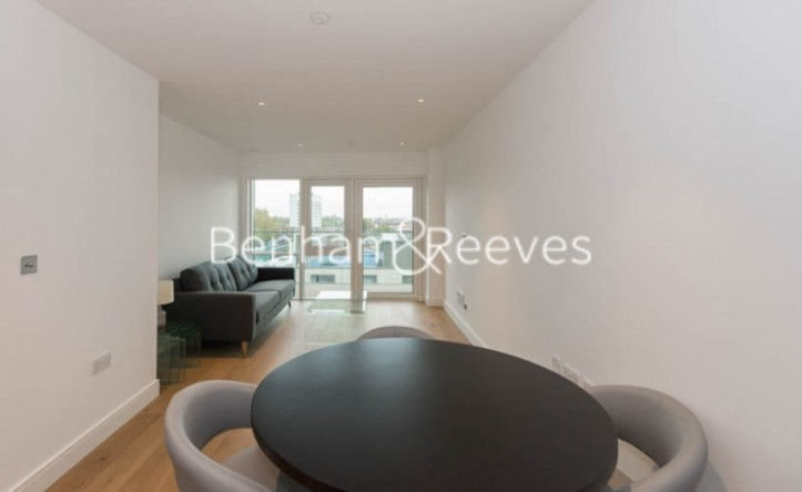 1 Bedroom flat to rent in Longfield Avenue, Ealing, W5
