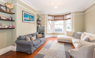 picture of 5 Bedroom(s) flat in  Grafton Road, Acton, W3