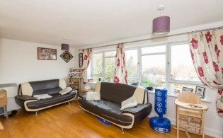 picture of 2 Bedroom(s) flat in  Heathcroft, Ealing, W5