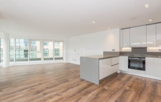 picture of 3 Bedroom(s) flat in  New Broadway, Ealing, W5