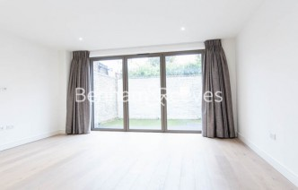 picture of 4 Bedroom(s) flat in  Seaford Road, Northfields, W13