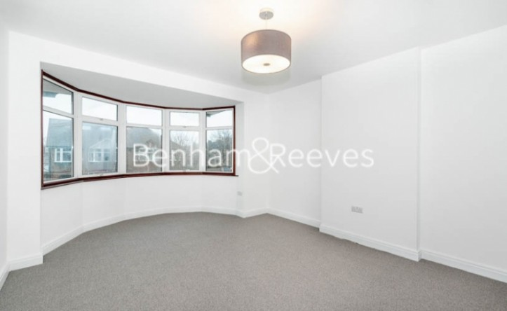 3 Bedroom house to rent in Kingfield Road, Ealing, W5