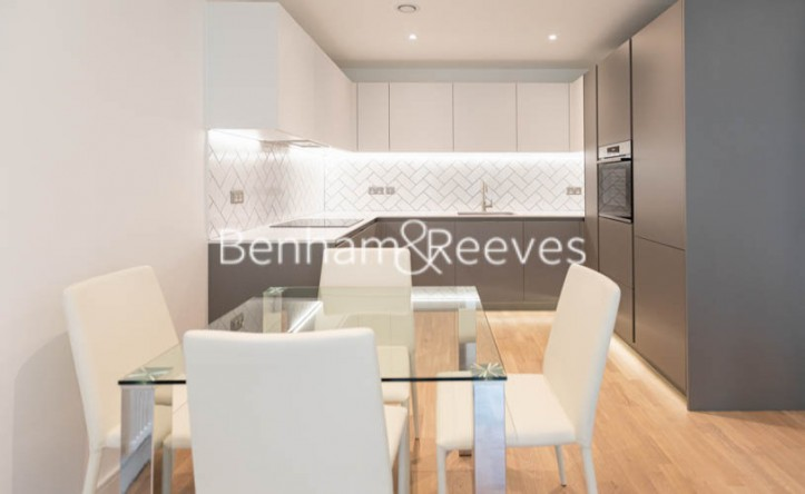 1 Bedroom flat to rent in Greenleaf Walk,Southall, UB1
