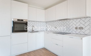 picture of 2 Bedroom(s) flat in  Greenleaf Walk, Southall, UB1