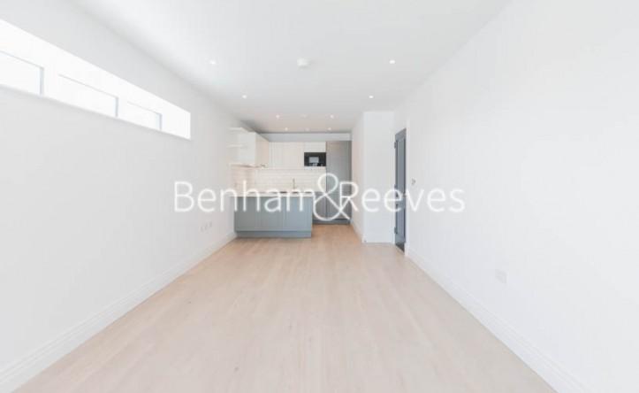 2 Bedroom flat to rent in Filmworks Walk, Ealing, W5