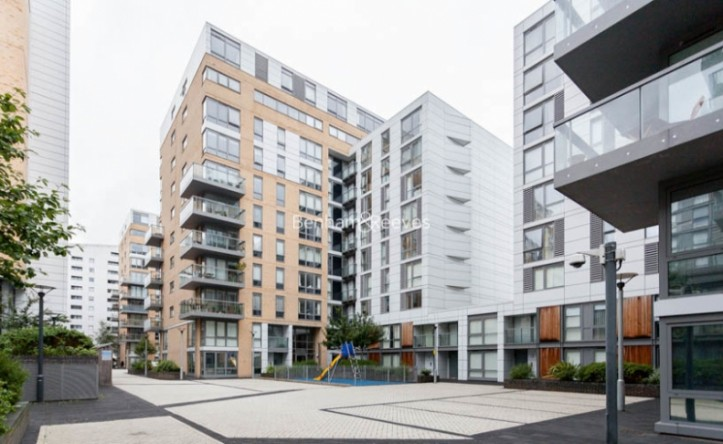 1 Bedroom flat to rent in Admirals Tower, New Capital Quay, Greenwich, SE10