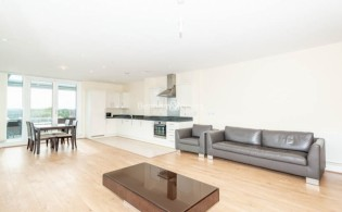 picture of 2 Bedroom(s) flat in  Glenthorne Road, Hammersmith, W6