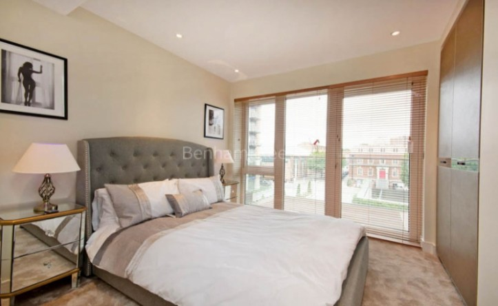 2 Bedroom flat to rent in Brunswick House, Hammersmith, W6