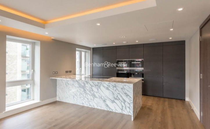 3 Bedroom flat to rent in Parr's Way, Hammermsith, W6