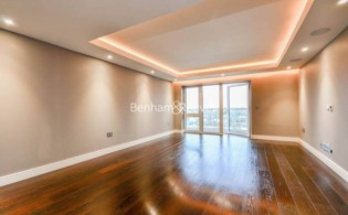 picture of 2 Bedroom(s) flat in  Parr's Way, Hammersmith, W6