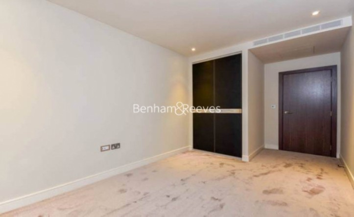 2 Bedroom flat to rent in Parr's Way, Hammersmith, W6