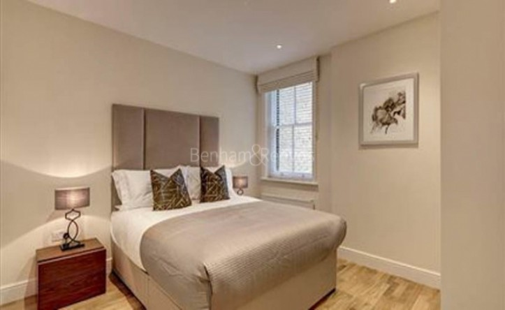 1 Bedroom flat to rent in Hamlet Gardens, Ravenscourt Park, W6