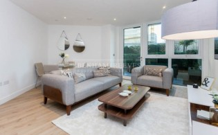 picture of 2 Bedroom(s) flat in  Lancaster House, Sovereign Court, Hammersmith, W6