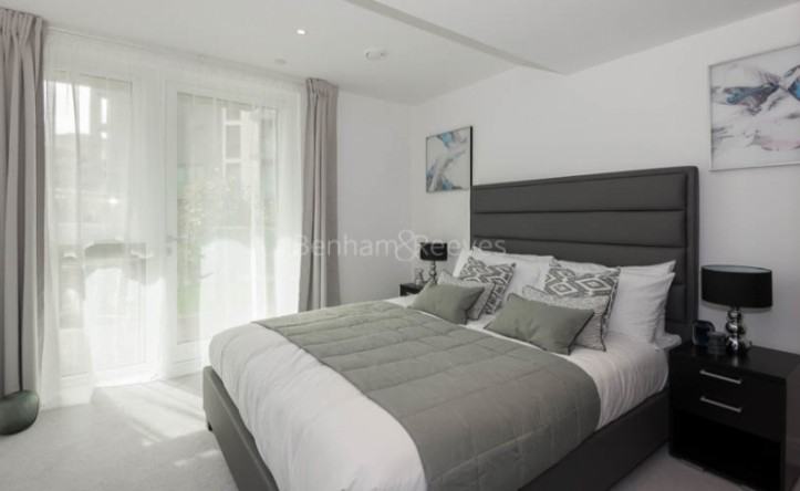 2 Bedroom flat to rent in Sovereign Court, Fulham, W6