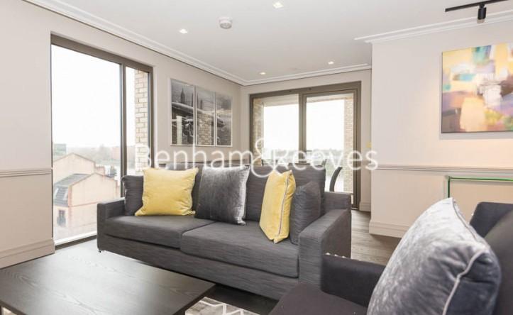 2 Bedroom flat to rent in Queens Wharf, Hammersmith, W6