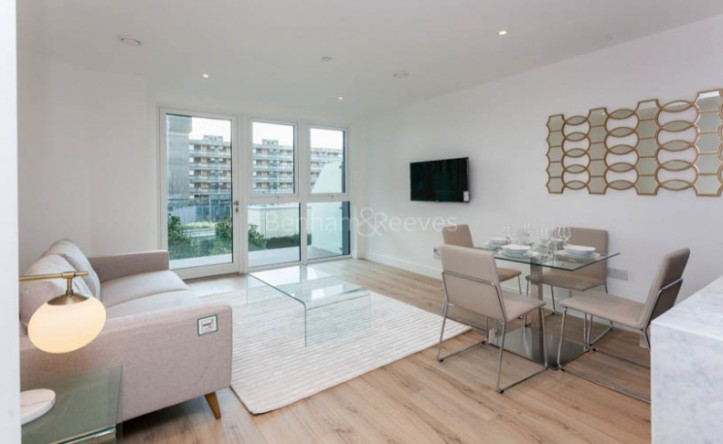 2 Bedroom flat to rent in Sovereign Court, Hammersmith, W6
