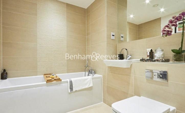 2 Bedroom flat to rent in Bute Gardens, Hammersmith, W6