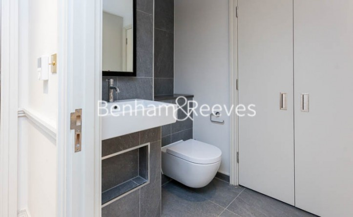 2 Bedroom flat to rent in Queens Wharf, Hammersmith, W6