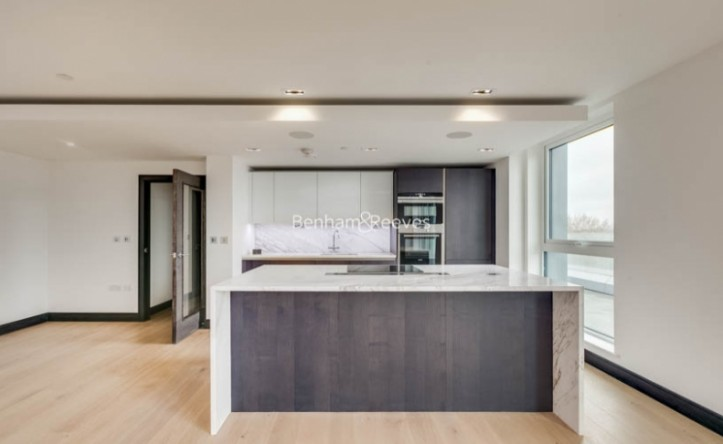 3 Bedroom flat to rent in Sovereign Court, Hammersmith, W6