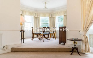 picture of 2 Bedroom(s) flat in  Trinity Church Road, Barnes, SW13
