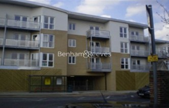 picture of 1 Bedroom(s) flat in  High Road, Ilford, IG1