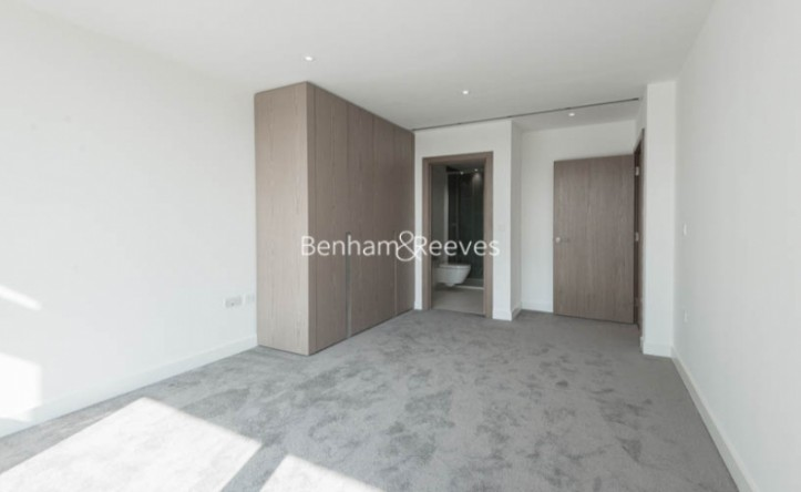 2 Bedroom flat to rent in Gauging Square, Wapping, E1W