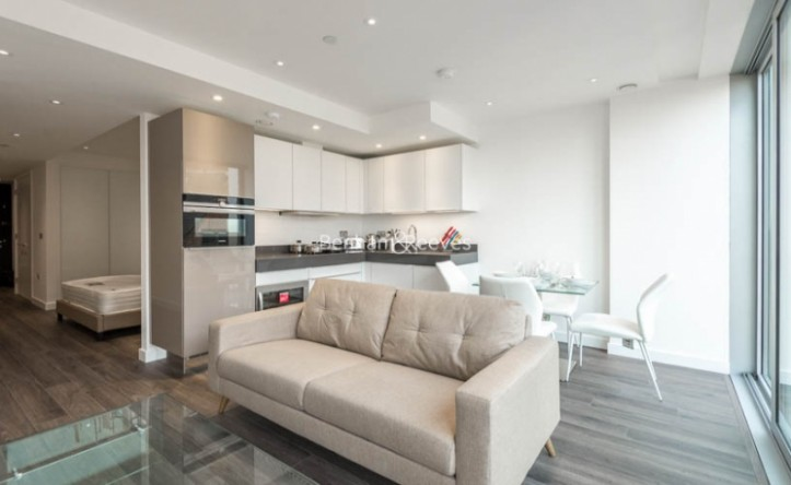 Studio flat to rent in Stable Walk, Aldgate, E1