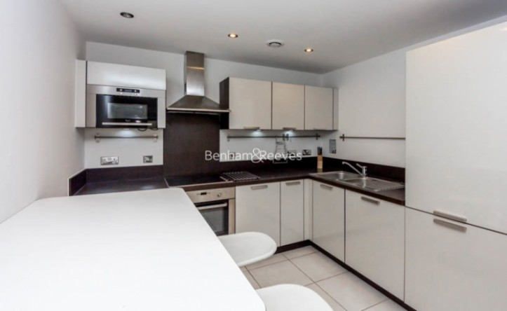 1 Bedroom flat to rent in Needleman Street, Surrey Quays, SE16