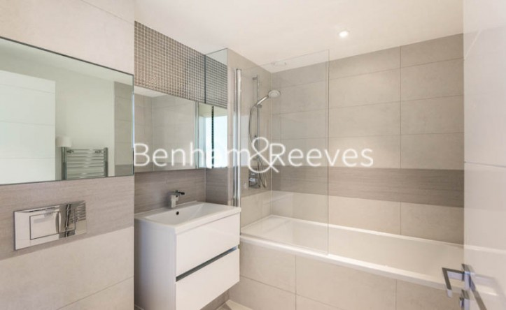 1 Bedroom flat to rent in Whiting Way, Surrey Quays, SE16