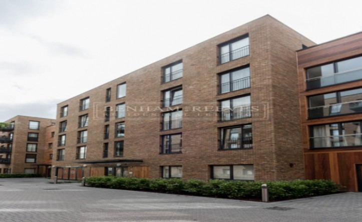 2 Bedroom flat to rent in Whiting Way, Surrey Quays, SE16