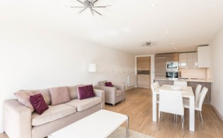 picture of 3 Bedroom(s) flat in  Seafarer Way, Surrey Quays, SE16