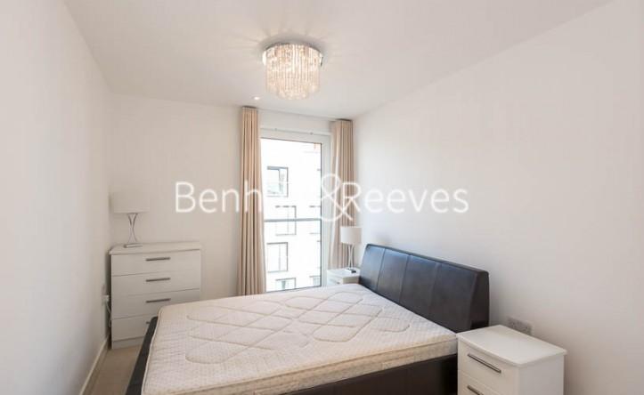 3 Bedroom flat to rent in Seafarer Way, Surrey Quays, SE16