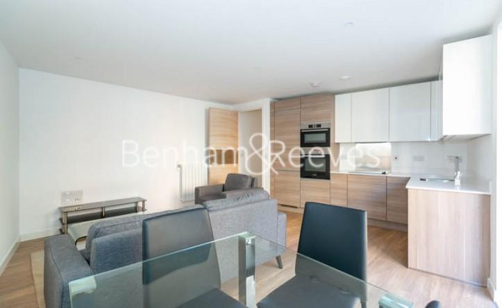 2 Bedroom flat to rent in Ashton Reach, Surrey Quays, SE16