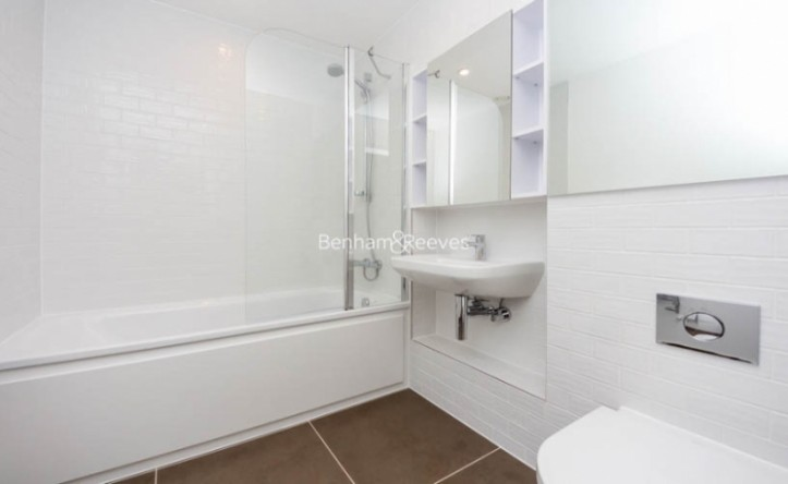 1 Bedroom flat to rent in Victory Parade, Woolwich, SE18