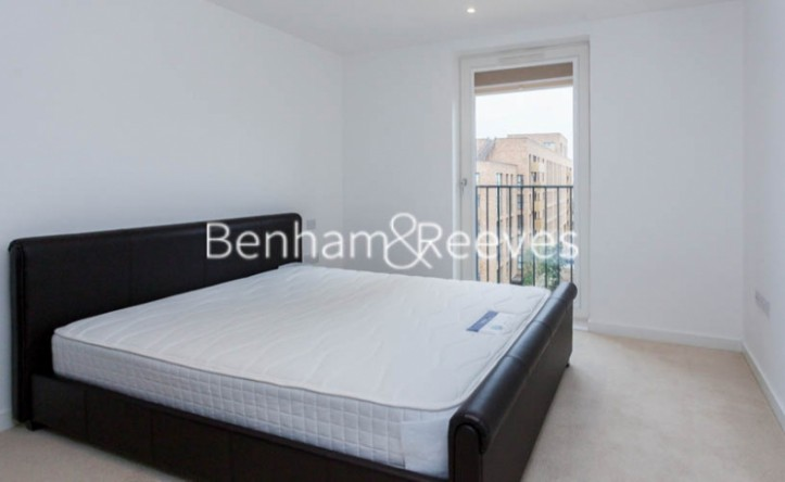 2 Bedroom flat to rent in Marine Wharf, Surrey Quays, SE16